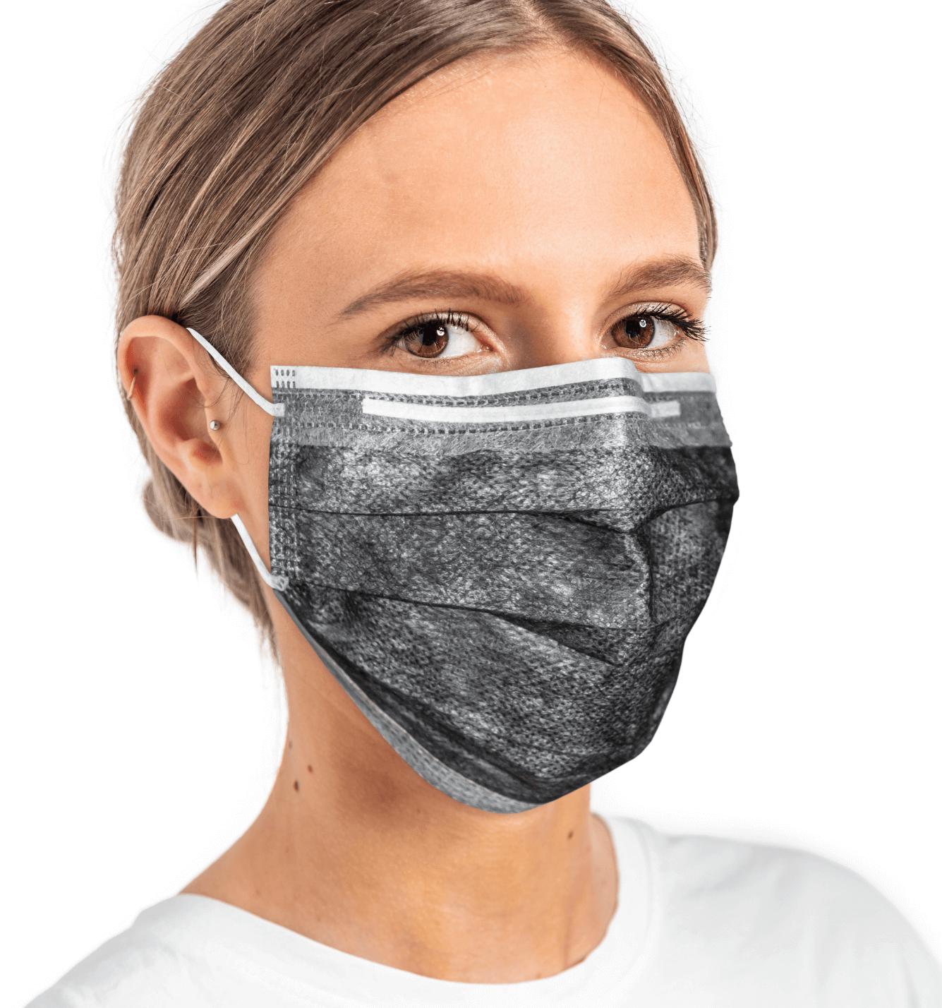 Tragebild-OP_Maske-schwarz-weiß-Gesichtsmaske-Frau-Brille-Winter-Group